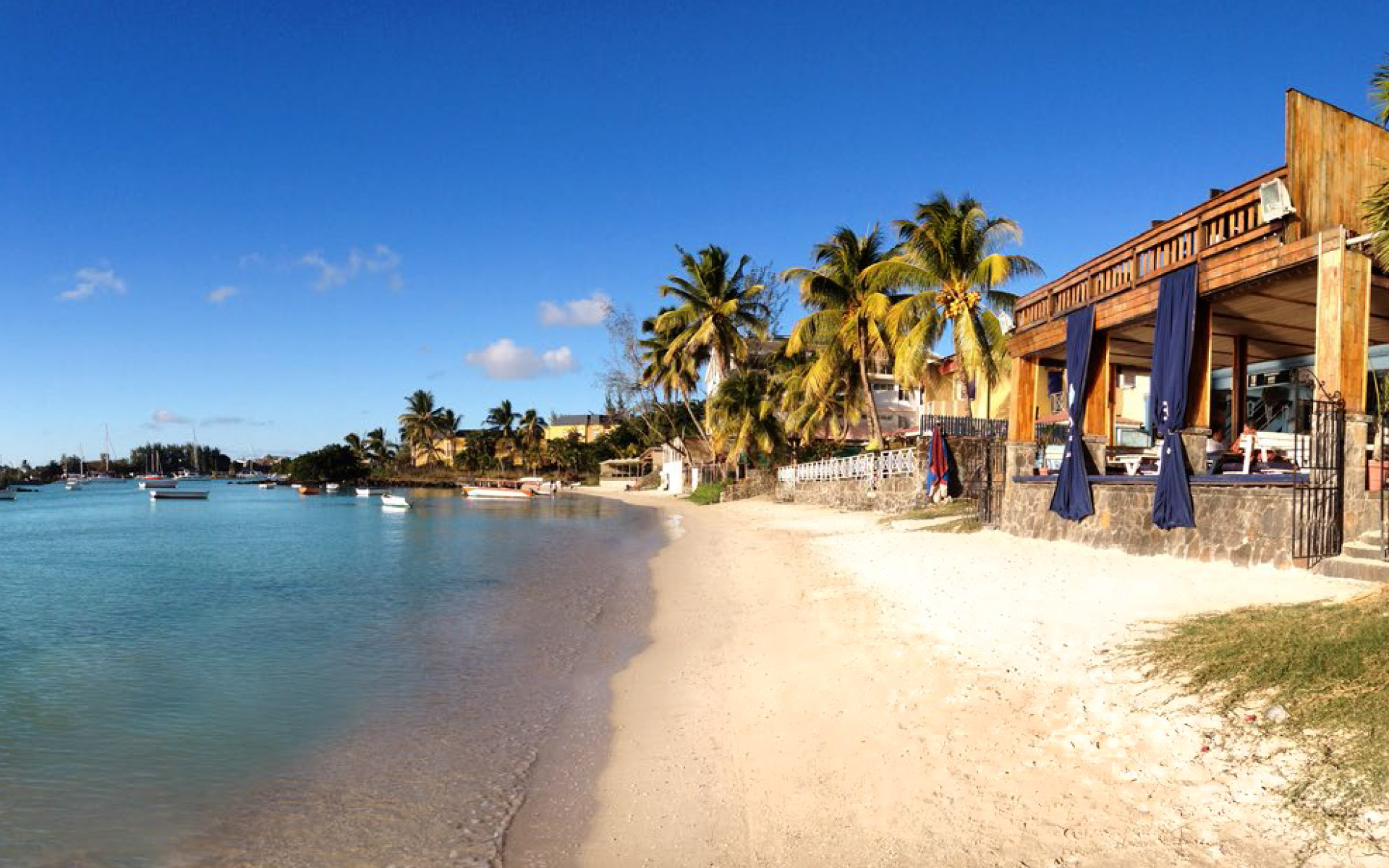 The beach house restaurant bar your favorite beach style restaurant in grand baie - House on beach pix ...